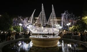 Χριστούγεννα 2016: Φωταγωγήθηκε η πλατεία Συντάγματος (pics&vid)