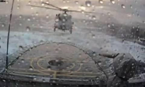 Απίστευτη προσνήωση στρατιωτικού ελικοπτέρου εν μέσω θαλασσοταραχής! (vid)