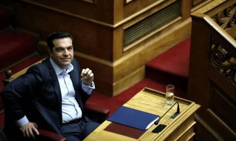 Ο Τσίπρας μοιράζει «συσσίτιο» σε 1,6 εκατ. συνταξιούχους λίγο πριν «πνίξει» την Ελλάδα στους φόρους