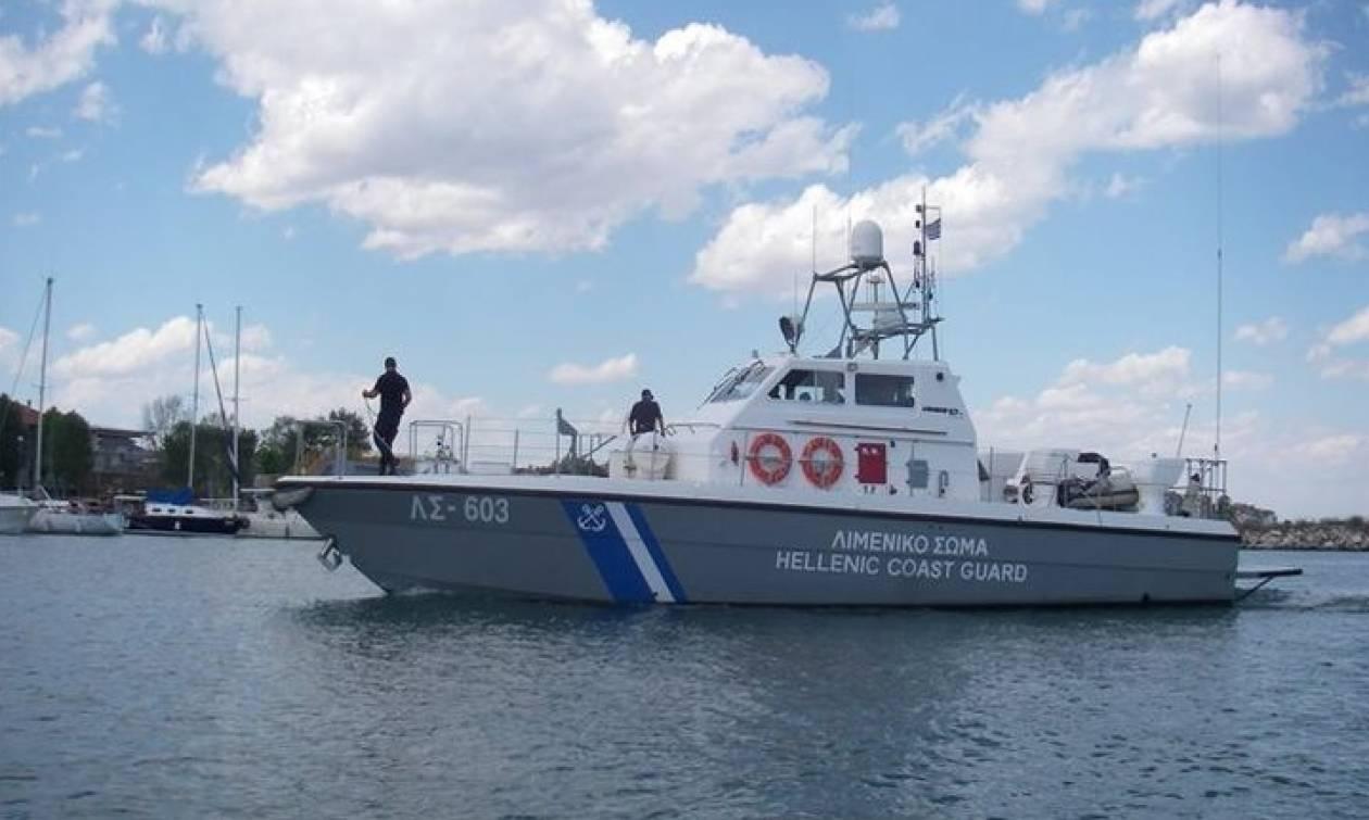 Απεργία ΠΝΟ: Τον μετέφεραν με σκάφος του λιμενικού για να τον θάψουν!