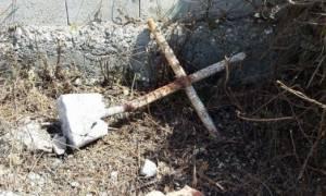 Πρόκληση! Αλβανοί γκρεμίζουν σταυρούς από μοναστήρια και ξωκλήσια στην Βόρειο Ήπειρο