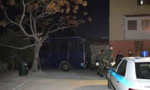 Χίος: Νέα ένταση, πυροβολισμοί και τραυματίες στο hotspot της Σούδας