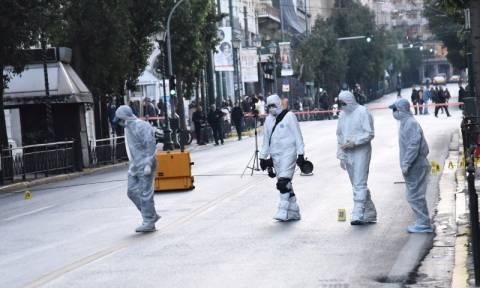 Συναγερμός στην Αντιτρομοκρατική: Βόμβα στο υπουργείο Εργασίας (pics&vids)