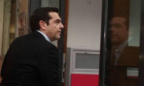 Την αναστολή της αύξησης του ΦΠΑ στα νησιά εξαγγέλλει από τη Νίσυρο ο Τσίπρας