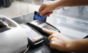 Αφορόλογητο μόνο μέσω καρτών - Υποχρεωτικά με πλαστικό χρήμα οι συναλλαγές πάνω από 500 ευρώ