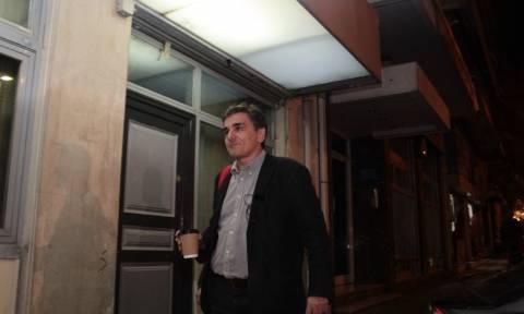 Χαμός στο Χίλτον: «Αρπάχτηκαν» Τσακαλώτος - Βελκουλέσκου