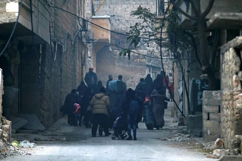 Συρία: Σκηνές «αποκάλυψης» στο Χαλέπι – Τρομοκρατημένοι χιλιάδες άμαχοι φοβούνται να αποχωρήσουν