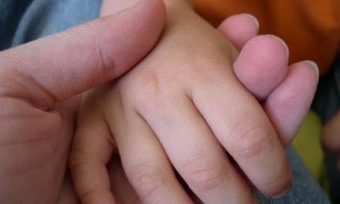 Βαρόμετρο Φόβου: Οι Έλληνες τρέμουν για το μέλλον των παιδιών τους