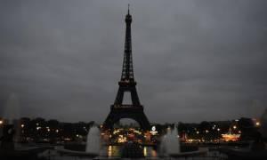 Γαλλία: Γιατί σβήνει τα φώτα του ο Πύργος του Άιφελ;