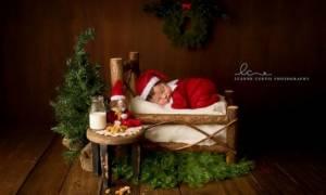 Δέκα φωτογραφίες νεογέννητων που γιορτάζουν τα πρώτα τους Χριστούγεννα