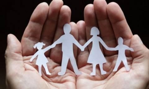 Καταργούνται τα οικογενειακά επιδόματα - «Ψαλίδι» 10-18% στις συντάξεις