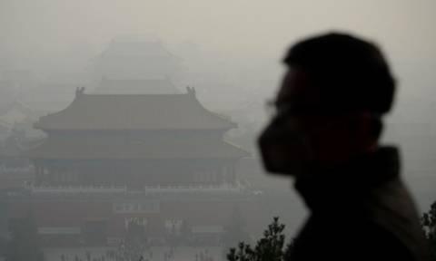 «Κόκκινος» συναγερμός στο Πεκίνο για την ατμοσφαιρική ρύπανση