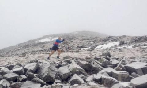 Φοβερό ρεκόρ: Σκαρφάλωσε 24 βουνά σε λιγότερο από 24 ώρες! (pics)