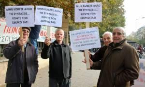 Colpo grosso της κυβέρνησης: Μοιράζει «αντίδωρα», ενώ κόβει το ΕΚΑΣ σε συνταξιούχους των 177 ευρώ!