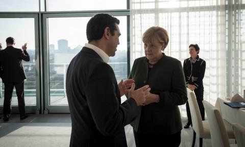 Τσίπρας σε Μέρκελ: Πρέπει να ολοκληρωθεί η αξιολόγηση – Προβληματισμός για το ΔΝΤ