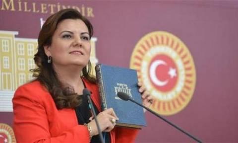 Οργή στην Τουρκία με τις οδηγίες του κόμματος του Ερντογάν για το σεξ!
