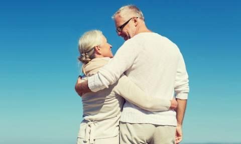 Τί να τα κάνεις τα λεφτά; Η αγάπη και η έλλειψη άγχους φέρνουν περισσότερη ευτυχία λέει η επιστήμη!