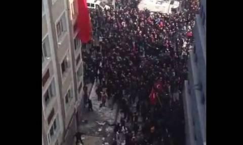 Έκρηξη Τουρκία: Έφοδος εξοργισμένων στα γραφεία του HDP στην Καισάρεια