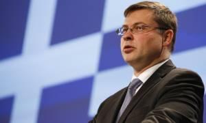 Ντομπρόβσκις: Η αξιολόγηση ίσως κλείσει τις επόμενες εβδομάδες - Περιττές τις εξαγγελίες Τσίπρα