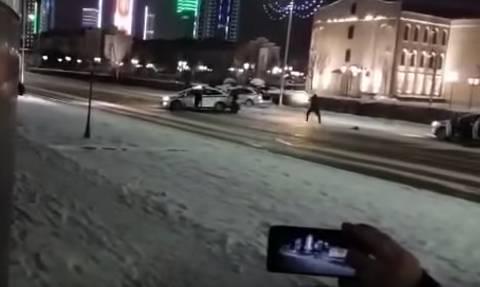 Συγκλονιστικό βίντεο: «Βροχή» από σφαίρες κατά της αστυνομίας στο κέντρο της πόλης (Vids)