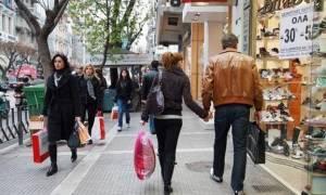 Εορταστικό ωράριο: Τι ώρα κλείνουν σήμερα Κυριακή τα εμπορικά καταστήματα