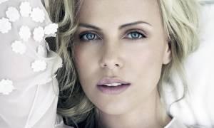 Απλά τέλεια! Η Charlize Theron φόρεσε το κολάν της και ήταν απλά υπέροχη
