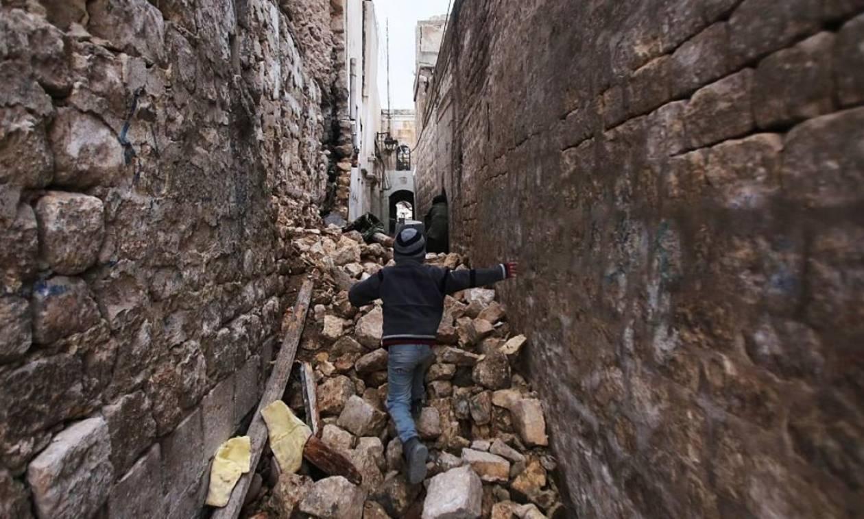 Συρία: Απόδραση από το Χαλέπι για 1.300 αμάχους – Χιλιάδες παραμένουν εγκλωβισμένοι (Vid)