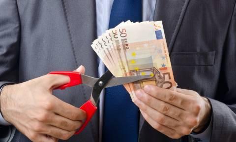Δημόσιο: «Ποδαρικό» με...ψαλίδι στους μισθούς έως και 83 ευρώ