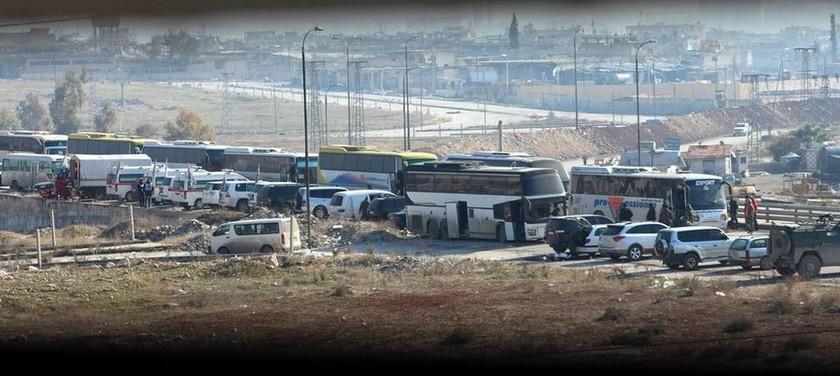 Συρία: Το κομβόι της μεγάλης φυγής - 12.000 άμαχοι απέδρασαν από την «κόλαση» στο Χαλέπι (Pics)