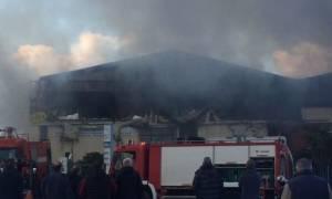Ηράκλειο: Υπό έλεγχο η μεγάλη πυρκαγιά στη Βιομηχανική Περιοχή