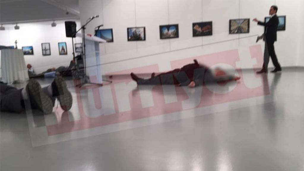 Νεκρός από δολοφονική επίθεση ο πρεσβευτής της Ρωσίας στην Άγκυρα (videos+photos)