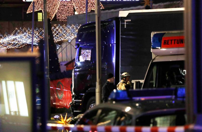 Βερολίνο: Φορτηγό σκόρπισε τον τρόμο σε Χριστουγεννιάτικη αγορά του Βερολίνου