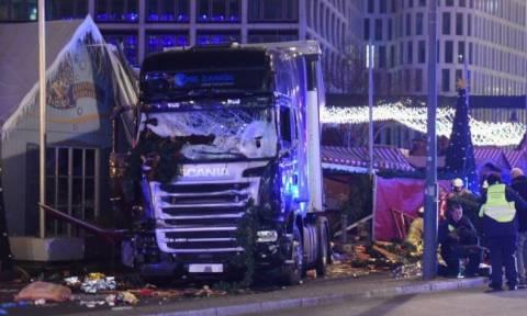 Τρομοκρατική επίθεση Βερολίνο: Φορτηγό σκόρπισε το θάνατο σε χριστουγεννιάτικη αγορά