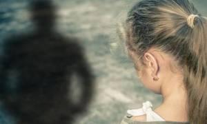 Φρίκη στα Άνω Λιόσια: Έβαλε dvd με πορνό και ασέλγησε στην 10χρονη κόρη του