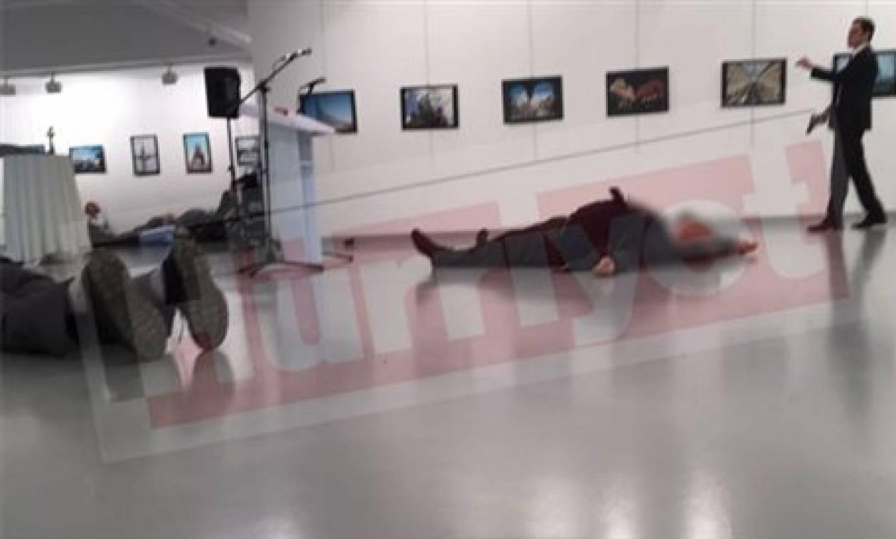 Φωτογραφία - σοκ λίγα μόλις δεύτερα πριν ο εκτελεστής δολοφονήσει το Ρώσο πρέσβη