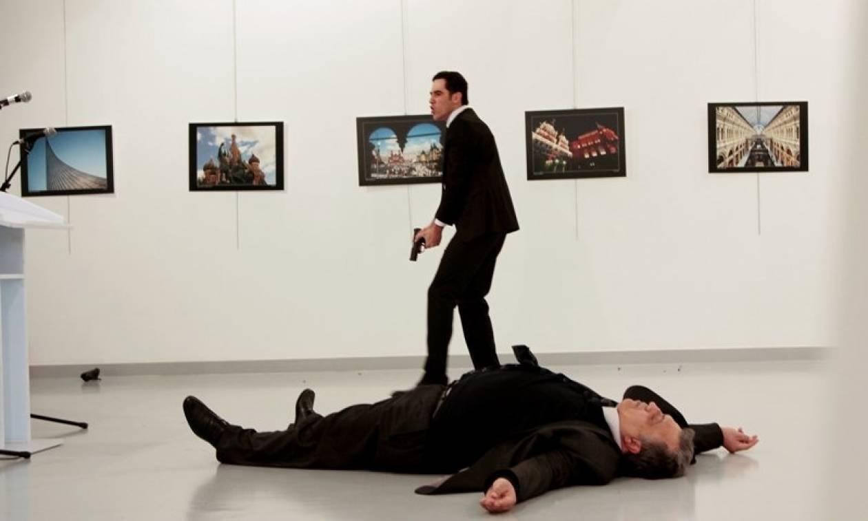 Δολοφονία Ρώσου πρέσβη: Συγκλονίζει ο φωτορεπόρτερ που κατέγραψε την επίθεση