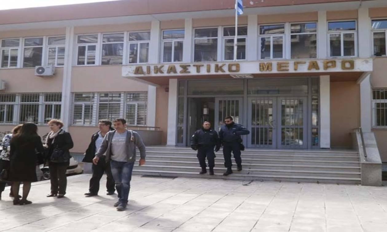 Σοβαρά επεισόδια και συλλήψεις έξω από το Δικαστικό Μέγαρο της Ξάνθης