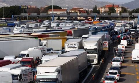 Ιταλία: Απαγορεύουν την πρόσβαση στα φορτηγά σε «ευαίσθητους στόχους»