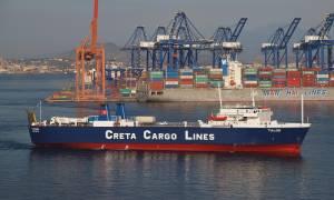 Χίος: Εισροή υδάτων σε οχηματαγωγό πλοίο που προσέκρουσε σε ξέρα στο λιμάνι των Μεστών
