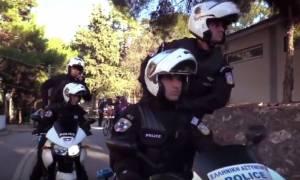 Απίθανο βίντεο: Η Ελληνική Αστυνομία εύχεται καλές γιορτές με… «Mannequin Challenge»!