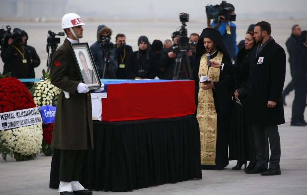 Ρωσία: Ο δολοφόνος δεν έδρασε μόνος του. Ποιός βρίσκεται πίσω από τον φόνο του Ρώσου Πρέσβη;