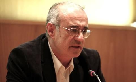 Θεσσαλονίκη: Άγνωστοι κάρφωσαν τσεκούρι και πέταξαν μπογιές στο γραφείο του Δ. Μάρδα