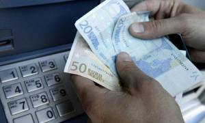 Τρίκαλα: Βρήκαν 2.000 ευρώ στο ΑΤΜ και τα παρέδωσαν