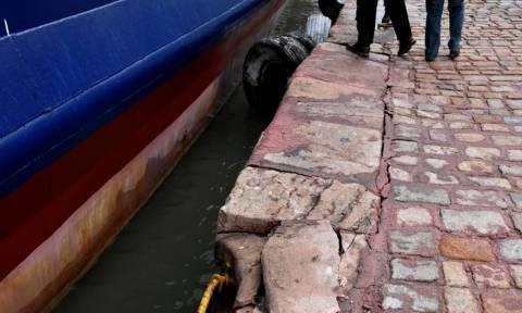 Στο λιμάνι της Χίου προσέκρουσε το «Νήσος Μύκονος» (pics)