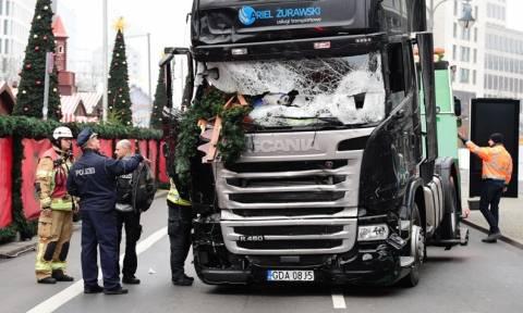 Επίθεση Βερολίνο: Τα δακτυλικά αποτυπώματα του Τυνήσιου βρέθηκαν στην πόρτα του φορτηγού (Pics+Vids)