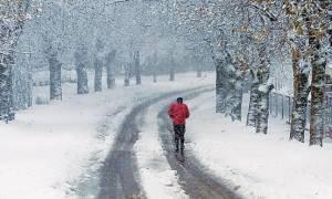 Καιρός: Με χιόνια, παγετό και τσουχτερό κρύο η Παρασκευή (23/12)