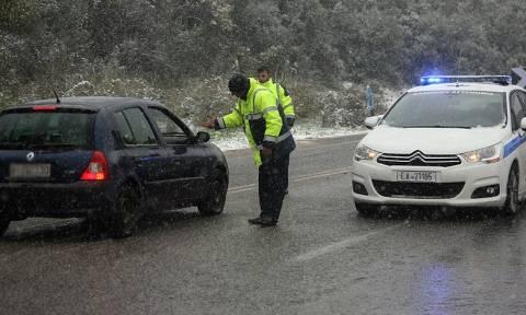 Χιονίζει στην Πάρνηθα: Πού θα χρειαστείτε αντιολισθητικές αλυσίδες