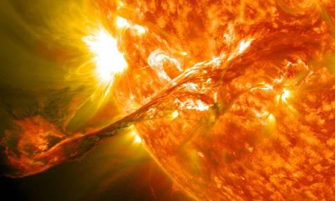 Ηλιακή καταιγίδα κατευθύνεται προς τη Γη και απειλεί με χάος!