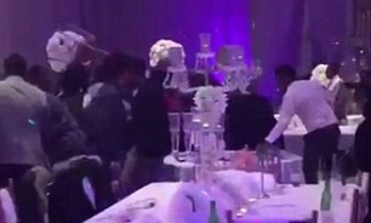 Ο κακός χαμός σε γάμο  Ο πρώην μοίραζε στη δεξίωση φωτογραφίες της νύφης να  κάνει 46c04ffcc49