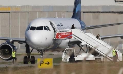 Αεροπειρατεία Μάλτα: Τέλος στο θρίλερ – Παραδόθηκαν οι αεροπειρατές
